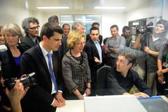 http://media.enseignementsup-recherche.gouv.fr/image/Ministre/70/7/Visite-sur-le-campus-de-Villetaneuse---Paris-13_215707.79.jpg